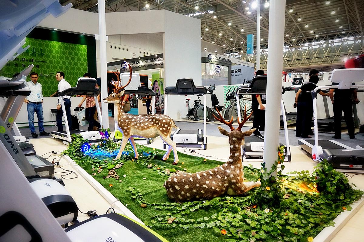 体博会奥玛跑步机展位空间设计